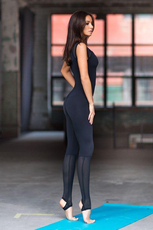 nuotrauka kombinezono Yoga Total Black iš šono - Designed For Fitness