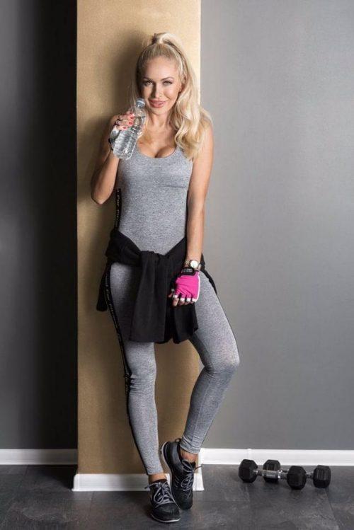 nuotrauka Oksanos Pikul Jasaitienės su kombinezonu Pro fitness Grey - Designed For Fitness