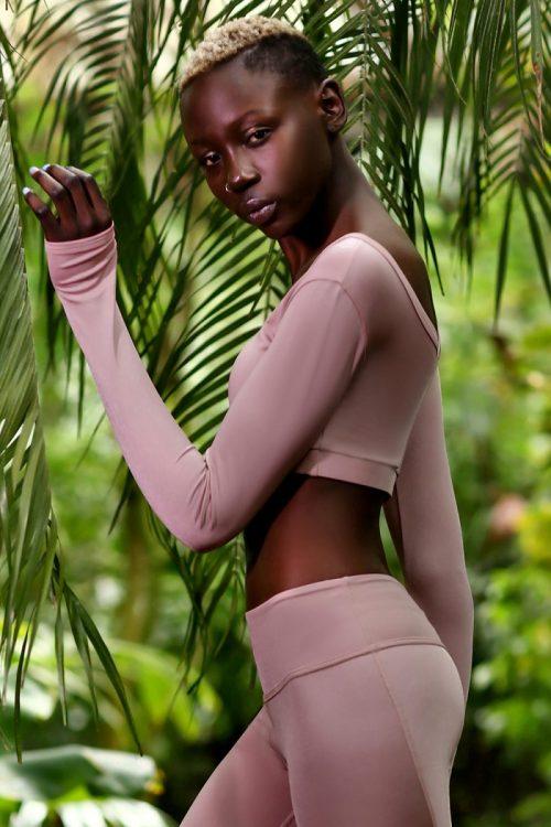 nuotrauka sportinės liemenėlės ilgomis rankovėmis Pastel Blush iš šono - Designed For Fitness